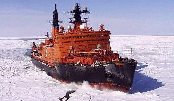 bateau brise glace