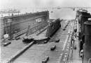 *Dock flottant n° 23  livré par l'Allemagne à l'Angleterre en 1919 en dommage de guerre - Gallica